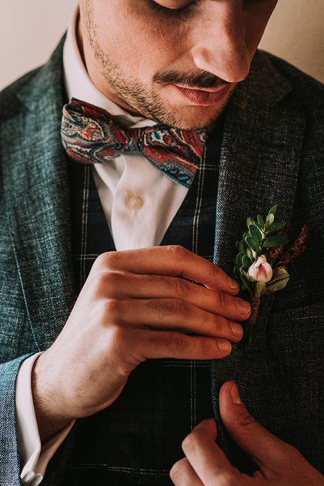 Editorial Recuerdos - Life moments design -Traje y prendido de novio